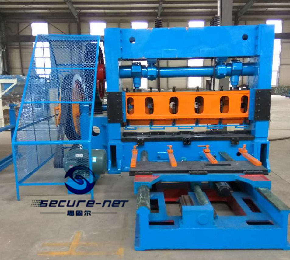 Secure-net expanded metal mesh machine3