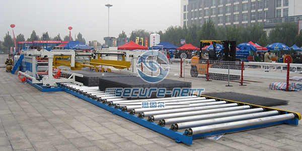 China Fully Auto Wire Mesh Fence Panel Welding Machine Exporter